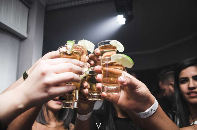 alcoholic-beverage-alcoholic-drink-bar